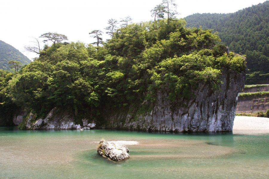 御三戸嶽|愛媛のスポット・体験|愛媛県の公式観光サイト【いよ観ネット】